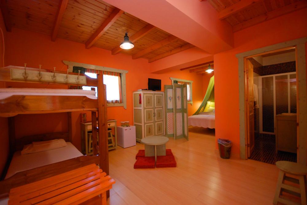 πορτοκαλι δωματιο